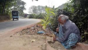 প্রতিদিন একটি করে গাছ লাগান রিকশাচালক সামাদ শেখ